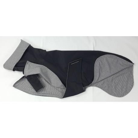 Whippet-Regenmantel in schwarz, gefüttert mit BW-Jersey schwarz-weiß-gestreift, RL 69 cm, BU ca. 68-74 cm,sofort lieferbar